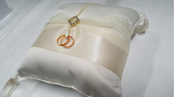 Diamond Accent Ring Pillow200  Weddings